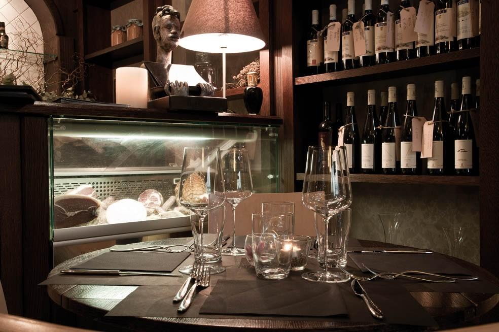 Uinauino Restaurant - Tables