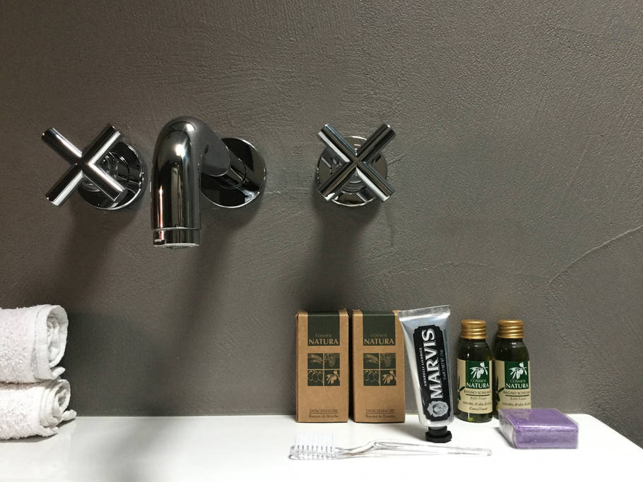 Best Airbnb in Bologna - Bathroom details