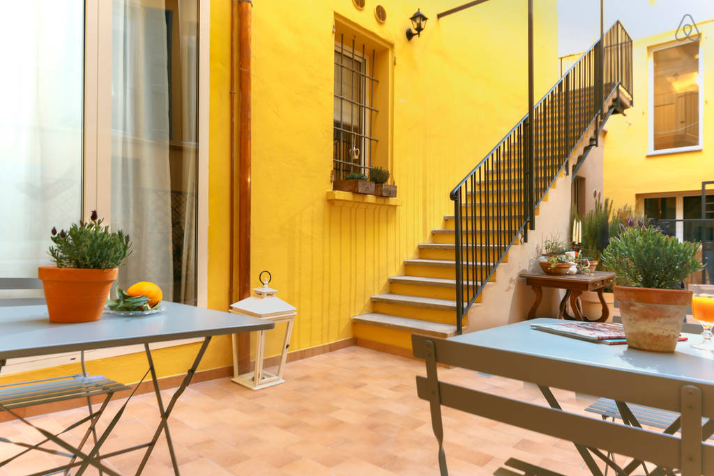 Best Airbnb in Bologna - Courtyard