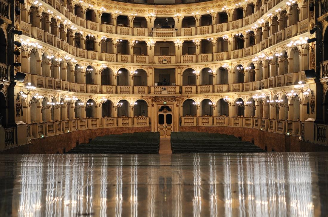 Velvet stage curtains - Food Blog About Bologna Emilia Romagna Taste Bologna