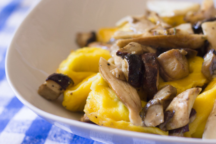 Vegetarian food in Bologna - Tortelloni with porcini mushrooms