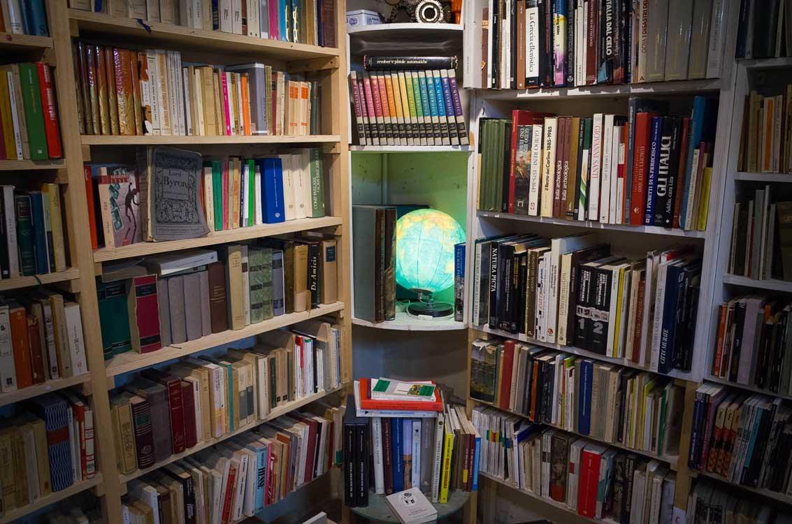 Bologna bookshop - Modo InfoShop