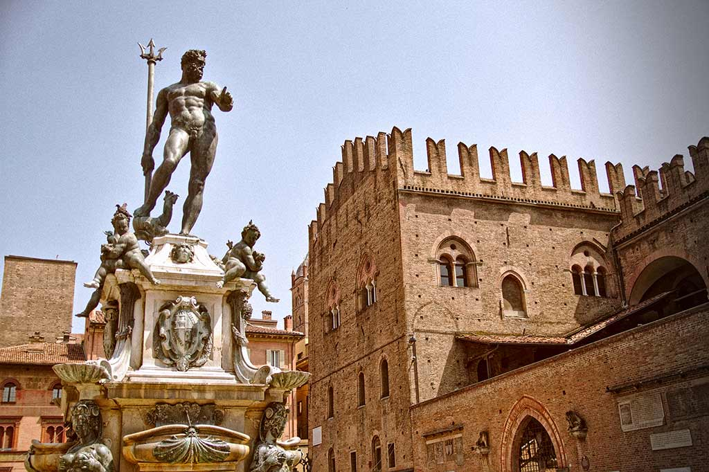 Bologna Neptune's fountain with Palazzo Re Enzo