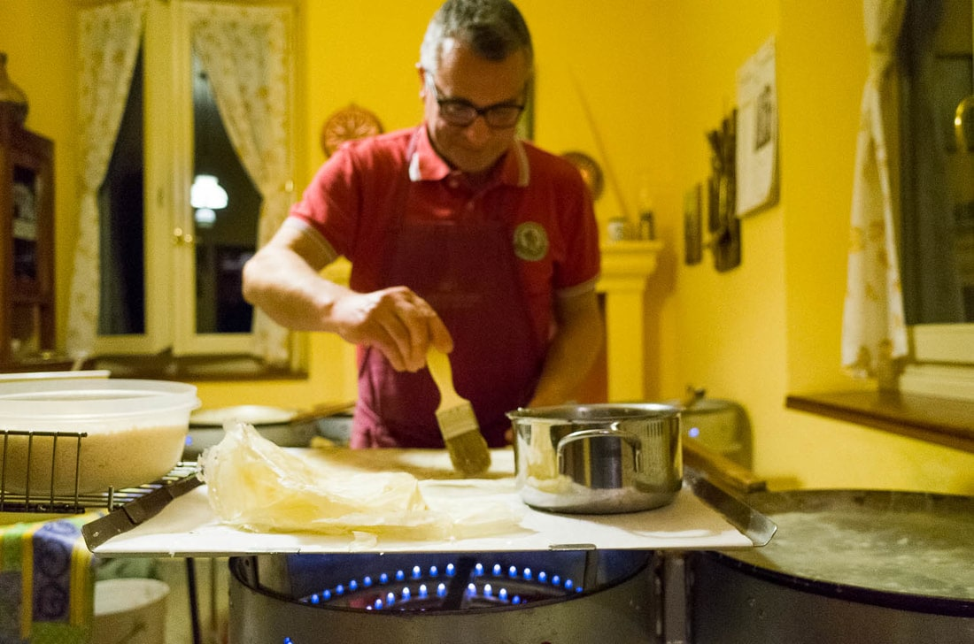 Preparation of Borlenghi: cunza is put on borleghi with a brush