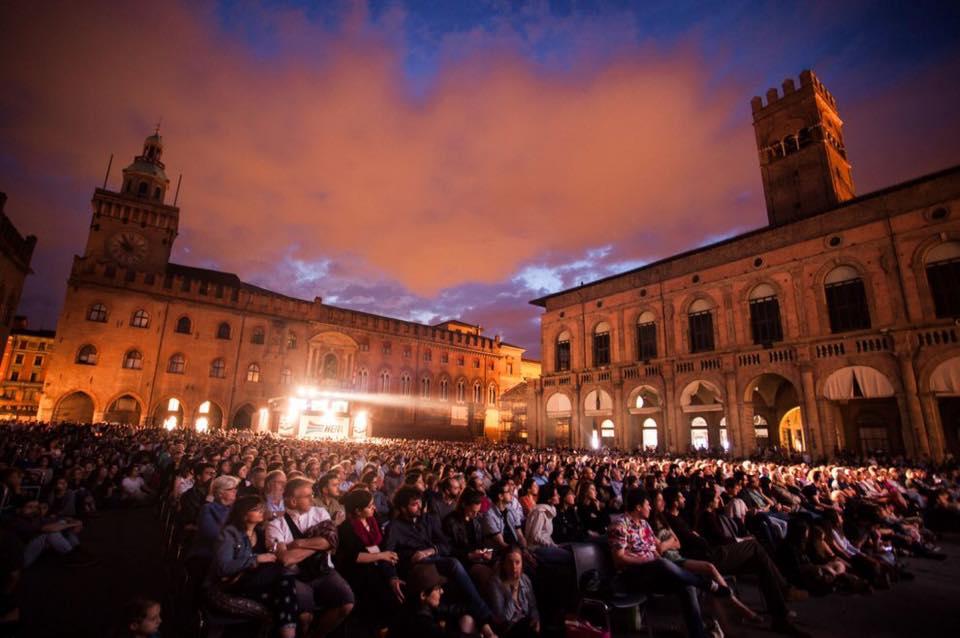 Free activities in Bologna - Cinema Piazza Maggiore