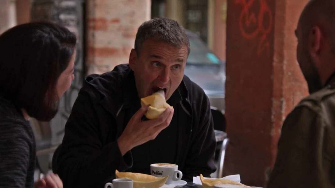 Phil Rosenthal in Modena on Netflix with Caterina Schenetti and Andrea