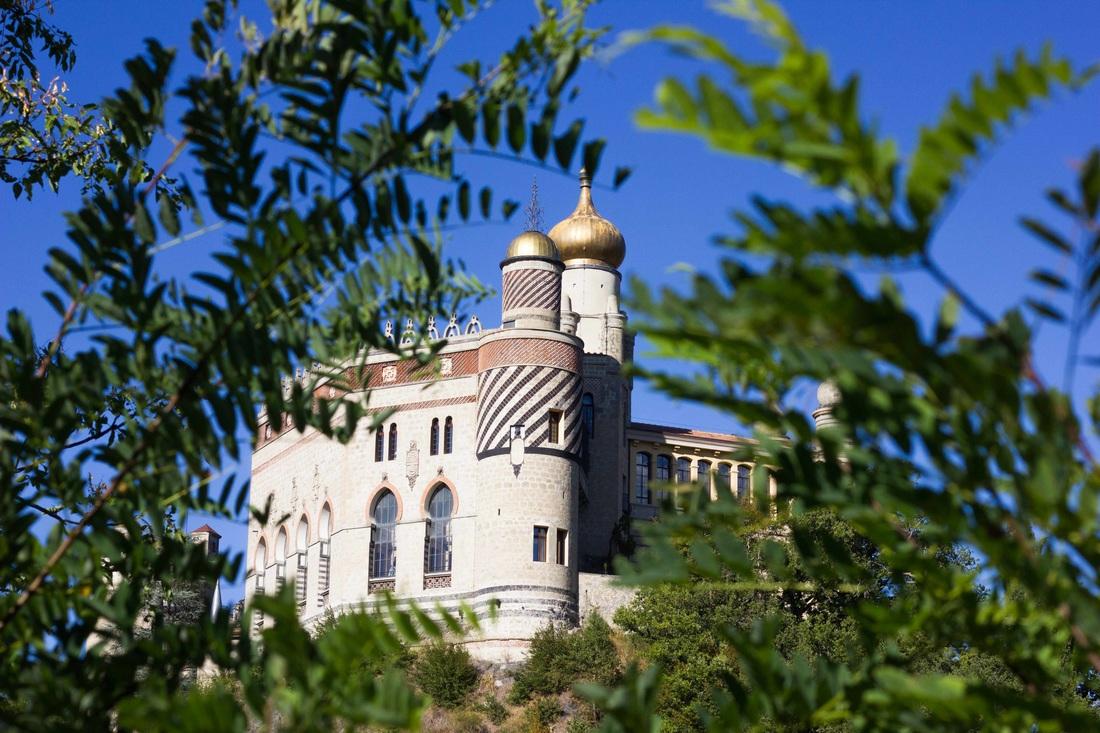 Rocchetta Mattei castle - Outside