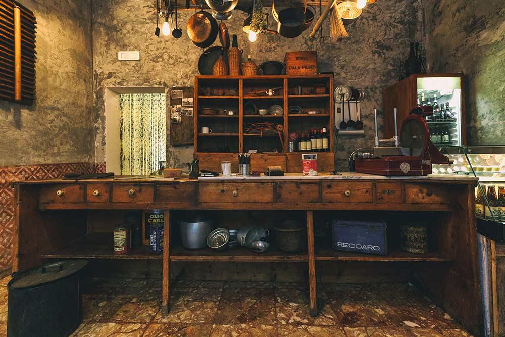 Travel solo in Bologna: Ragù pasta shop