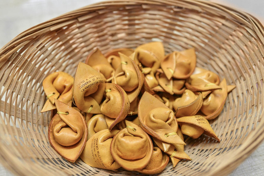 Souvenirs from Bologna - Leather tortellino keyring