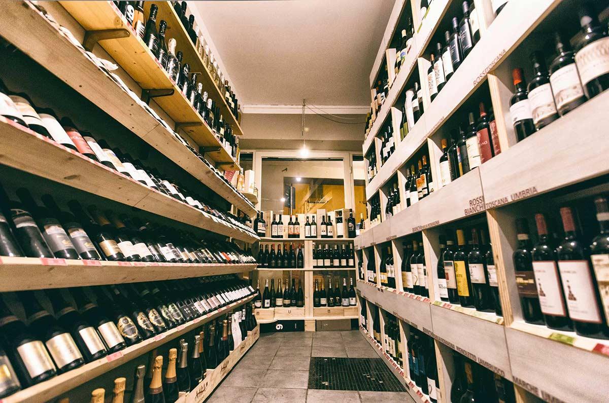 Drink wine in Bologna - Mia Cantina